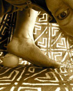tennisbalmassage.Masseer je voet met een tennisbal, voetmassage, drukpunt massage, Voetrefelexologie, Acupunctuurpunt Nier1, Bindweefselmassage, gezondheid-workshops,JeanineTheunissen