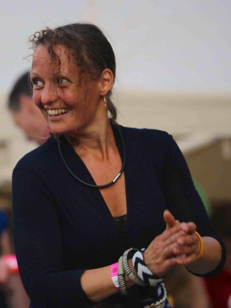 JeanineTheunissen, AfroZumba, Wereldconditie, Positive Vibes, energizer, ontspannen, burnout symptomen, Wereldconditie in het Vondelpark, les in het park, ontstressen, dansen, Afrikaanse dans, Brain Gym, meer energie
