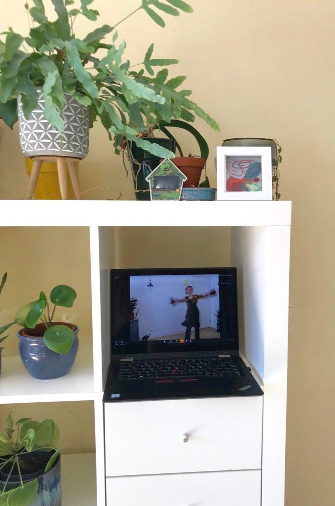 Online lessen, Jeanine Theunissen, wereldconditie online, wereldconditie live stream, ontspannen, stress, dans online, chi kung, energy medicine, energie opladen, goed humeur, acupressuur
