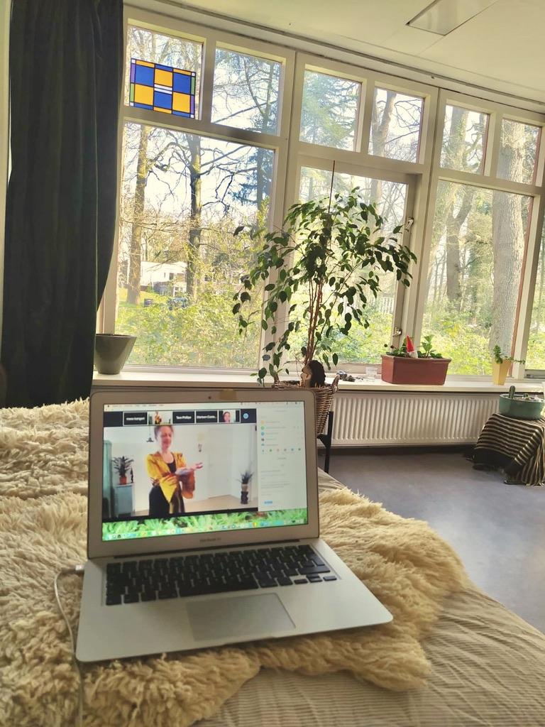 Wereldconditie online, online lessen, online workshops, gezonde workshops online, thuiswerken corona, rugpijn, stress, vermoeidheid, angst, ontspannen Jeanine Theunissen, gezondheid workshops