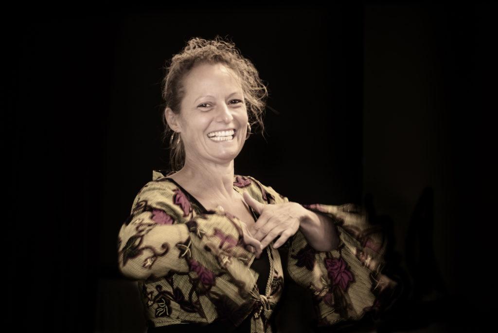 Jeanine Theunissen, Zelfmassage, wereldconditie, online workshops gezondheid, vrolijke workshop, vermoeidheid, stress, vitaliteit, thuswerken, corona-tijd survival, ontspannen, burnout symptomen, energy medicine, chi kung, dans, 65+, gezondheid, bedrijfstraining, gezonde workshop