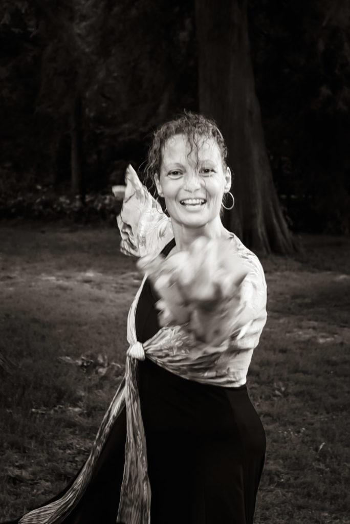 Jeanine Theunissen, Wereldconditie, dansles in het Vondelpark, Buiten dansen, dansfitness, 40+, 50+, 65+, Chi Kung, Afrikaanse dans, salsa, ontspannen, rugpijn, schouderpijn
