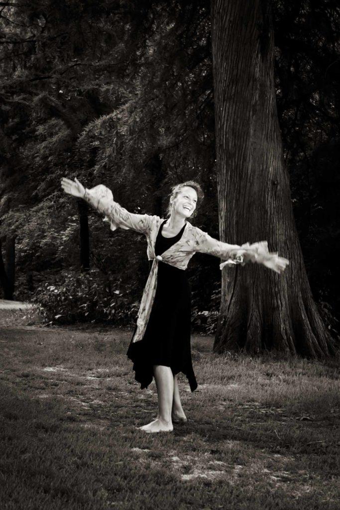 Wereldconditie, Vondelpark, Jeanine Theunissen, dnsen in het park, Amsterdam, buiten dansen, chi kung, Afrikaanse dans, salsa, ontspannen, holistische dansfitness, 50+ dansles